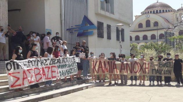 Αγρίνιο – Δικαστικό Μέγαρο: Απολογείται στον Ανακριτή ο Ιερέας (Video – Photos)