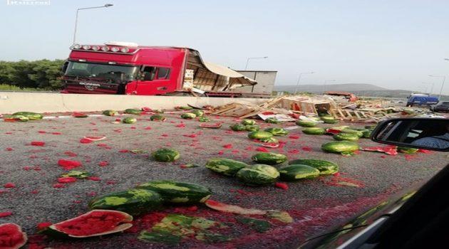 Γέμισε καρπούζια η Ιόνια Οδός – Διακοπή κυκλοφορίας (Photos)