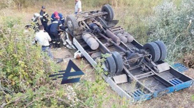 Ε.Ο. Αγρινίου – Καρπενησίου: Ανασύρθηκε νεκρός ο 50χρονος οδηγός του τροχαίου (Photos)