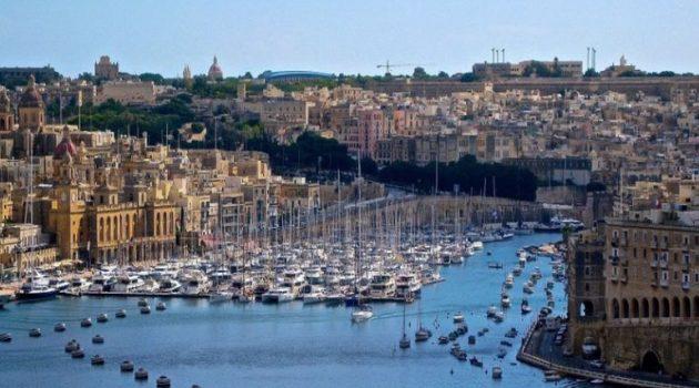 Η Μάλτα κλείνει τα σύνορά της σε όλους τους ανεμβολίαστους επισκέπτες