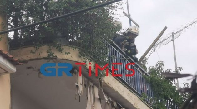 Θεσσαλονίκη: Νεκρός ηλικιωμένος – Έβαλε φωτιά στο σπίτι του και πυροβολούσε (Video)