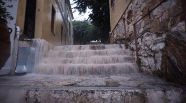 Λάρισα: Καταιγίδα σάρωσε τα παράλια – Ορμητικοί χείμαρροι σε δρόμους (Video)