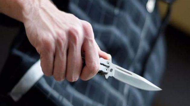 Ηλικιωμένος στο Θέρμο συνελήφθη για δύο σουγιάδες και ένα μαχαίρι