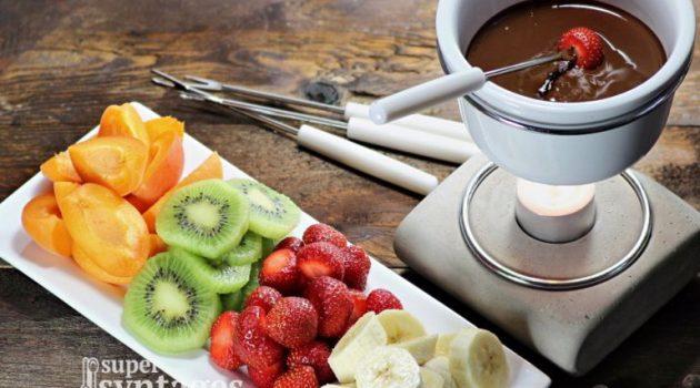 Υπέροχο φοντύ σοκολάτας με φρούτα