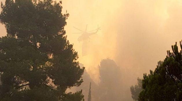 Εύβοια: Σε απόσταση αναπνοής η φωτιά από τη Μονή Οσίου Δαυίδ