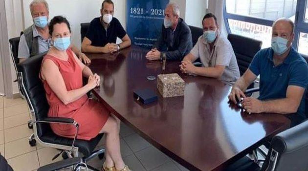 Συνάντηση Φαρμάκη με Κωνσταντάρα και μέλη του Συλλόγου Διπλατανιωτών Αμερικής