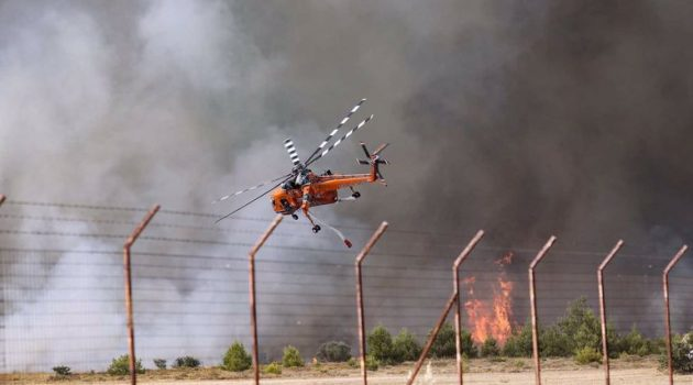 Φωτιά στη Βαρυμπόμπη: Κίνδυνος να μείνει χωρίς ρεύμα η Ανατολική Αττική