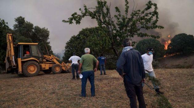 Ηλεία: Πύρινη «κόλαση» – Εκκενώθηκαν οικισμοί, ξεκίνησαν να πετούν τα εναέρια μέσα