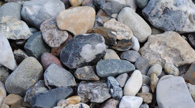 Ιόνια Οδός: Επίθεση κατά διερχόμενων οχημάτων με πέτρες και χαλίκια – Χτύπησε η συνοδηγός