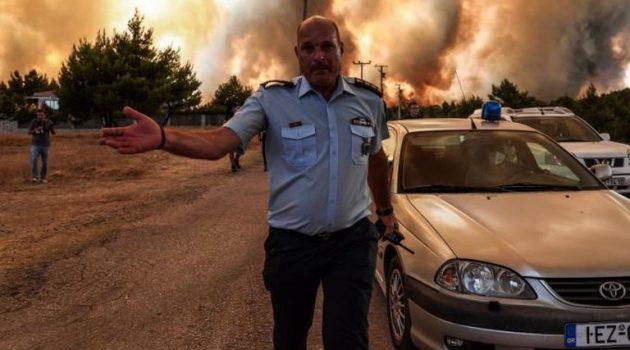 Φωτιά – Ανεξέλεγκτη η κατάσταση: Έκλεισε η Εθνική Οδός Αθηνών – Λαμίας