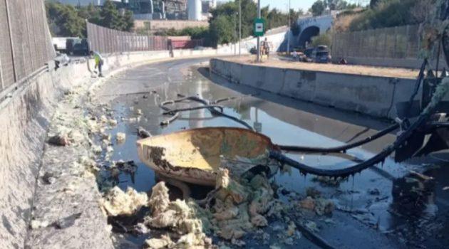 Ανατροπή βυτιοφόρου: Πάνω από έξι ώρες κλειστή η λεωφόρος στη Δραπετσώνα