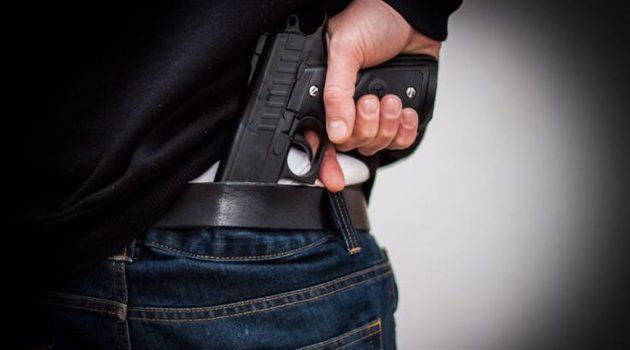 Πάτρα: Πρώην αστυνομικός κυκλοφορούσε με το όπλο στο χέρι σε πισίνα ξενοδοχείου