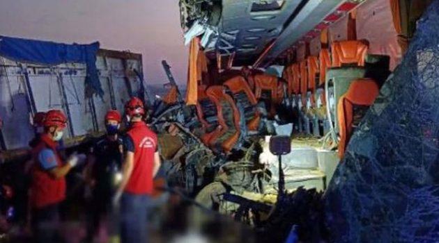 Τουρκία: Σύγκρουση λεωφορείου με φορτηγό – 9 νεκροί