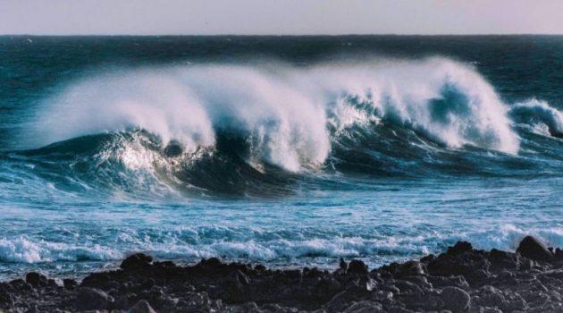 Βόλος: 12χρονη κόντεψε να πνιγεί από τα απόνερα πλοίου – Πώς σώθηκε