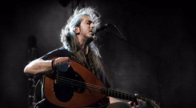 Ο Γιάννης Χαρούλης αποχαιρετά το καλοκαίρι με δύο συναυλίες στην Αθήνα