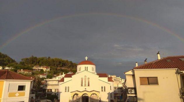 Ναύπακτος: Ένα υπέροχο ουράνιο τόξο πάνω από την Αγία Παρασκευή