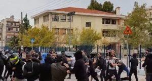 Σταυρούπολη: Σοβαρά επεισόδια έξω από Λύκειο – Κρανοφόροι επιτέθηκαν σε…