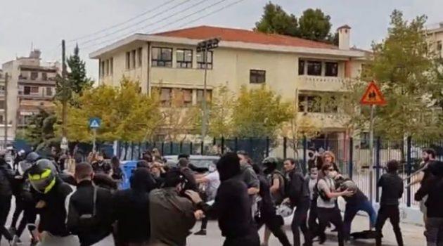 Σταυρούπολη: Σοβαρά επεισόδια έξω από Λύκειο – Κρανοφόροι επιτέθηκαν σε φοιτητές (Videos)