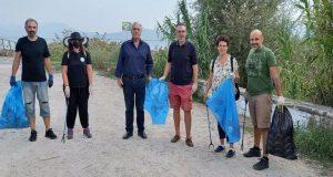 Εθελοντές καθάρισαν τις όχθες της Τριχωνίδας (Photos)