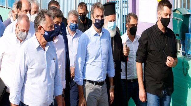 Στην Κρήτη ο Μητσοτάκης: Άμεσα 20.000 ευρώ σε όσους έχασαν τα σπίτια τους