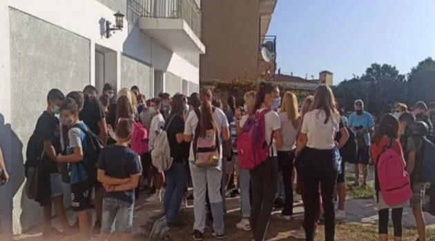Ναύπακτος: Συνωστισμός και ένταση στο Κτίριο Τσώνη (Video)