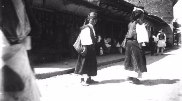 Στο Αγρίνιο το 1892 υπήρχαν γυναίκες με παραδοσιακές ενδυμασίες και καπέλα;