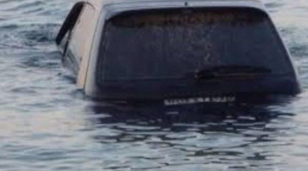 Αυτοκίνητο έπεσε στη θάλασσα στο Πόρτο Χέλι