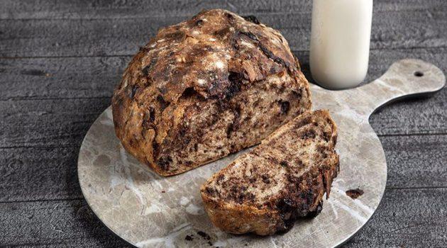 Ψωμί με κομμάτια σοκολάτας