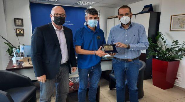 Ο νικητής του «Σπάρταθλον 2021» Φώτης Ζησιμόπουλος στον Νεκτάριο Φαρμάκη