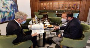 Συνάντηση του Νεκτάριου Φαρμάκη με τον Geoffrey Pyatt