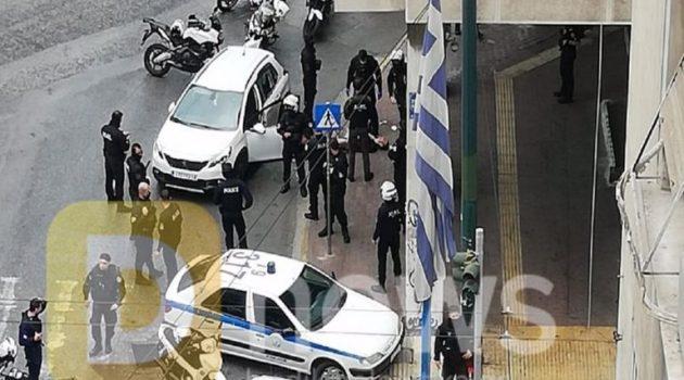 Πυροβολισμοί στο κέντρο της Αθήνας με έναν τραυματία (Video)