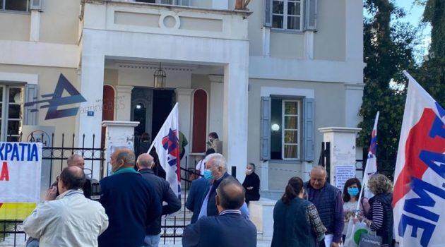 Αγρίνιο: Παράσταση διαμαρτυρίας του Εργατικού Κέντρου στα γραφεία της Δ.Ε.Η. (Video – Photos)