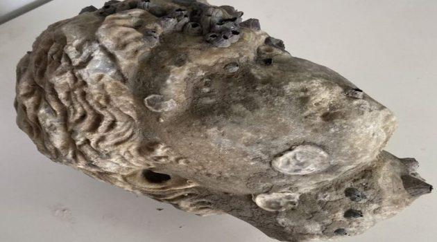 Άκτιo: Μια αρχαία κεφαλή ανασύρθηκε από την θάλασσα