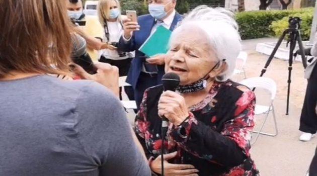 Μαίρη Λίντα: Ερμήνευσε τραγούδια του Μανώλη Χιώτη στο Γηροκομείο Αθηνών