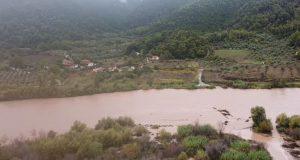 Τα νερά του Εύηνου «κατάπιαν» το πρόχειρο γεφυράκι στο Παραδείσι…