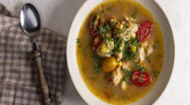 Πικάντικη σούπα με κοτόπουλο και ντοματίνια