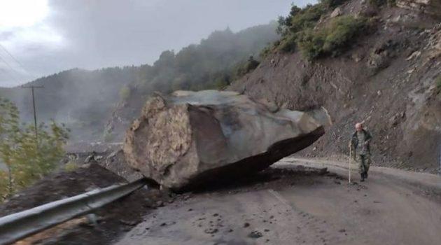 Βράχος έπεσε στον δρόμο ανάμεσα σε Πρόδρομο και Κέδρα του Δήμου Αγράφων