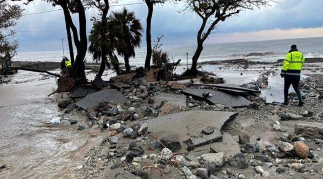 Εφιάλτης στη Βόρεια Εύβοια: Πλημμυρισμένα σπίτια, ισοπεδωμένοι δρόμοι, μεγάλες καταστροφές